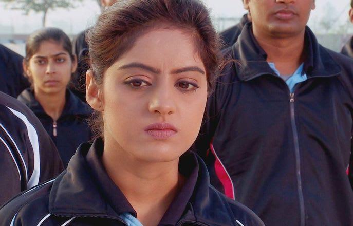 Watch Diya Aur Baati Hum TV Serial Episode 35 - Rahul pulls a prank on  Sooraj Full Episode on Hotstar