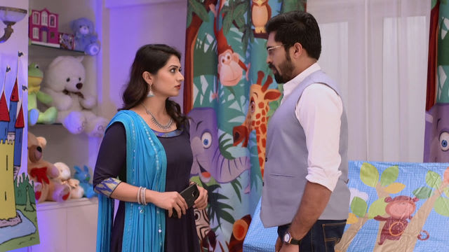 Watch Nakalat Saare Ghadle TV Serial Episode 17 - Prataprao Proposes Neha!  Full Episode on Hotstar