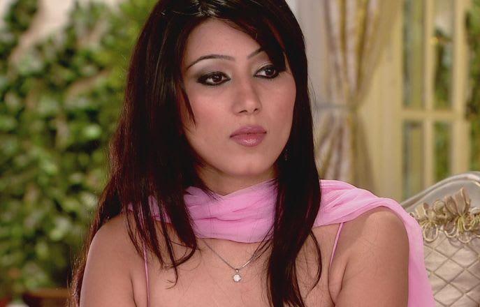 Watch Ek Hazaaron Mein Meri Behna Hai TV Serial Episode 12 - Viraat defends  Maanvi Full Episode on Hotstar