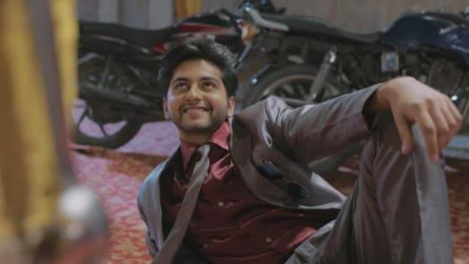 Watch Krishna Chali London TV Serial Episode 2 - Radhey Falls for Krishna's  Charm Full Episode on Hotstar